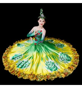 Women's flamenco dresses modern dance dancers petals flowers green opening dance bull dance dresses costumes