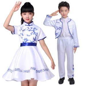 Kids Chinese folk dance costumes for boy girls china white and blue china style chorus singers stage performance photos cosplay dancing dresses