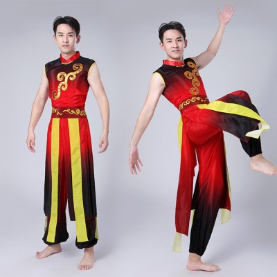 Men's chinese folk dance costumes red and black gradient male traditional ancient  dragon drummer cosplay competition yangko performance clothes